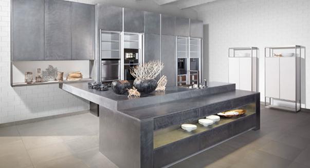 Металл в интерьере кухни: универсальность дизайнерских решений и практичность в эксплуатации